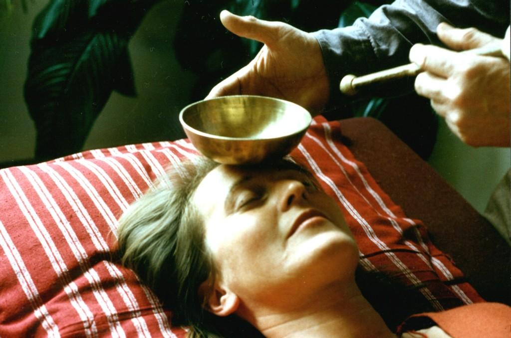 Klangmassage - Klangschalen auf dem Körper - Klang im Hexenhaus - Königswinter